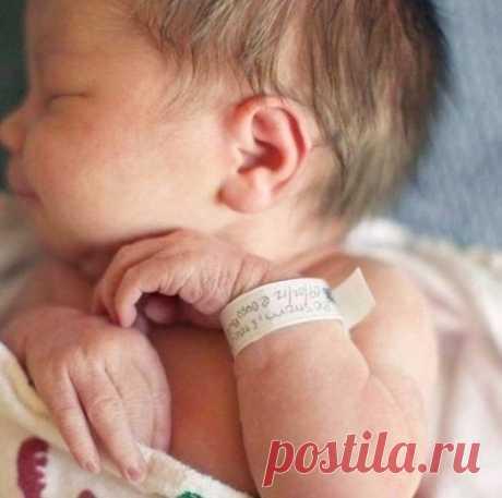 Сколько бы времени ни прошло, каждая мама будет помнить свою первую встречу с малышом.  Целовать, и не нацеловаться. Дышать и не надышаться. Никогда рядом не набыться. И любить, любить – не налюбиться.