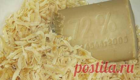 Стиральный порошок из хозяйственного мыла | MyInterest.Club Порошок больше не покупаем, мыло отстирывает в 1000 раз лучше! * 5 кусков хозяйственного мыла натираем на терке: * добавляем к мыльной стружке равное количество СОДЫ пищевой или СОДЫ кальцинированной * и по желанию несколько капель ароматизатора в виде эфирного масла, мы добавляем 15 капель МАСЛО АПЕЛЬСИНА, также можно МАСЛО МЯТЫ или например МАСЛО ЛАВАНДЫ! Перемешиваем все и складываем в боооольшуууую банку! ВОТ ...