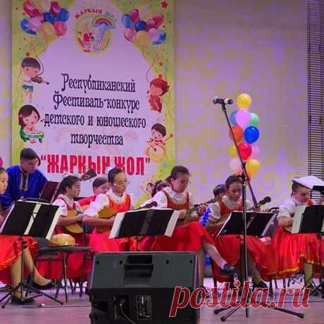 """My favorite composition « Croatian Rhapsody"""" performed by my favorite folk instrumental orchestra """"Russian patterns"""" #bravo #mydaughter❤️"""
