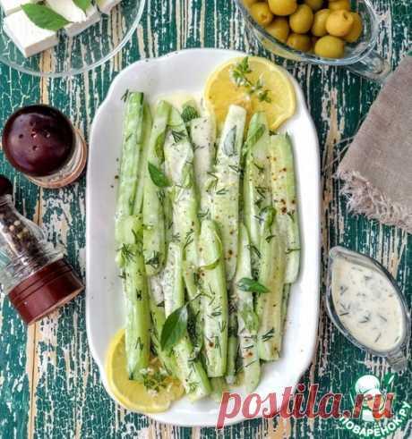 Огурцы в йогуртово-лимонном соусе с базиликом – кулинарный рецепт