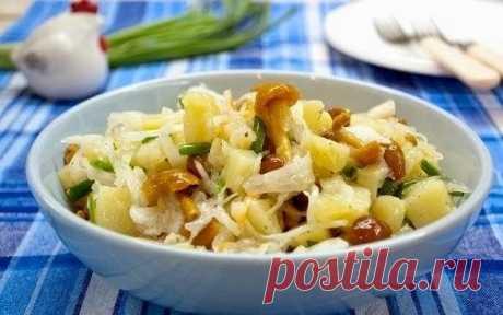 Очень сытный и быстрый салат, подходит для тех, кто держит пост. Ингредиенты :Капуста белокочанная кислая 200 гКартофель 200 г...