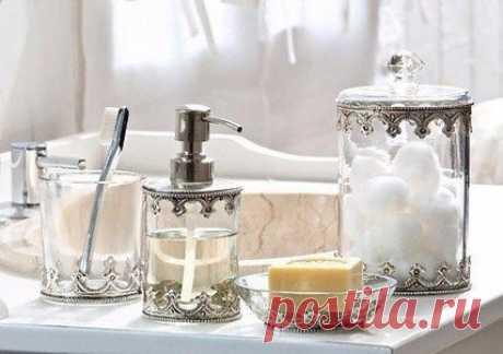 Полный список средств для ванной комнаты, туалета и прачечной. - зубная паста - зубные щетки - зубочистки - ополаскиватель для полости рта - жидкое мыло - твердое мыло - хозяйственное мыло - мыло для интимной гигиены - шампунь - гель для душа - пена для ванны - соль для ванны - эфирные масла для ванны - пена для укладки волос - лак для волос - сбор / маски для волос - бальзам для волос - мочалки, губки - дезодоранты - станок для бритья - лезвия - средство для депиляции - г...