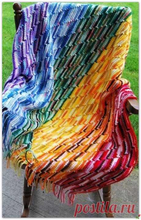 Идеальный вариант вязания пледов из остатков пряжи.