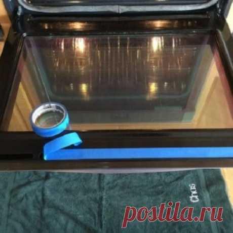 Простое до безобразия средство за копейки, которое легко очистит стекло духовки от жира - МирТесен