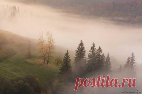 Рассвет в высокогорной деревне в Карпатах. Автор фото — Антон Петрусь: