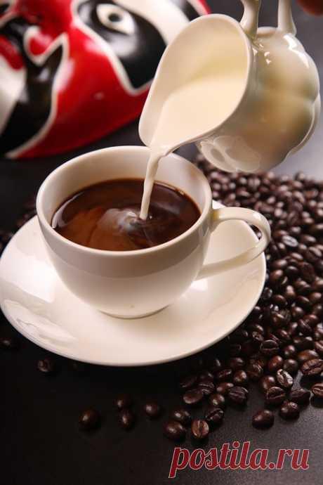 Кофе. Молоко. В Зернах .