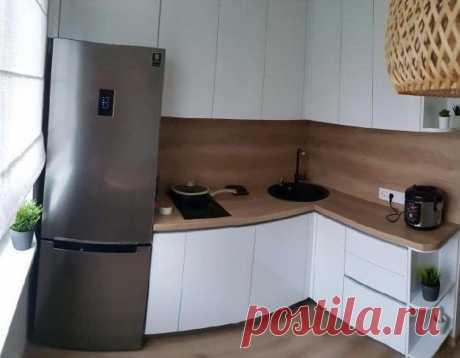 Уютная кухня-малютка в современном стиле с идеально расставленной техникой | Mebel.ru | Яндекс Дзен