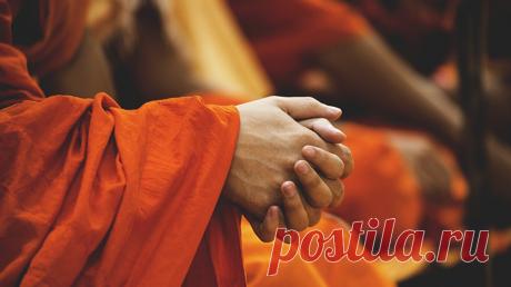 Восемь столпов радости от Далай-ламы Его Святейшество Далай-лама XIV в «Книге радости. Как быть счастливым в меняющемся мире» ( рассказывает о восьми столпах радости — чувствах и качествах ума, которые помогут нам стать счастливее. Рассказываем в нашем блоге — P.S.: До конца недели 1747 книг МИФа доступны со скидкой — 20% на бумажные и 30% на электронные: Акция суммируется с Книжной эволюцией, ваша личная скидка будет еще больше ;-) В каждой посылке — книга в подарок! Бесплатная доставка для…