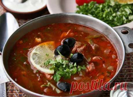 Для солянки есть только 1 правильный рецепт! Вот он Солянка — традиционное российское блюдо, которое отличается насыщенным мясным вкусом. Её приготовление не требует особых кулинарных навыков, но результат