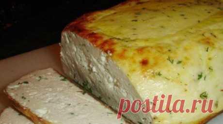 Сыр домашний, запеченный в духовке. Получается такая вкуснятина    Нежность на вашем столе!          Ингредиенты: Молоко — 3 литраКефир — 1 литрЯйца — 3 ш.Соль — 10 гСахар — 30 гУкроп — 150 гПерец молотый белый — 1 г Приготовление:  Взбалтываем вилкой яйца с кефи…