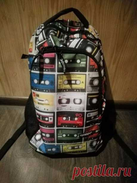 """""""Купили сыну портфель. Он устал объяснять одноклассникам, что на нем изображено!"""""""