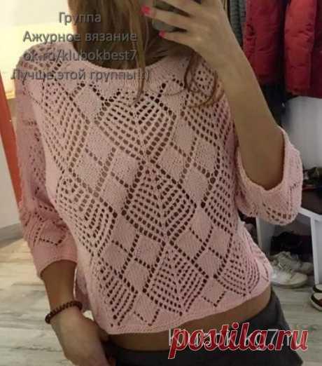 Пуловер спицами с оригинальным воздушным узором