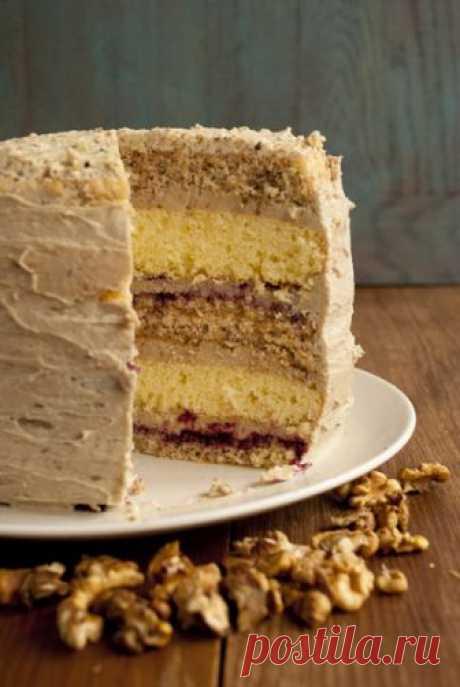 Ореховый торт с халвой В последнее время я провожу много времени, выискивая разные интересные рецепты тортов. Что-то с наступлением холодов меня потянуло готовить-готовить) Подружка смеется и говорит, что на осень я всегда становлюсь домоседкой. И это правда, мне нравится выбрать рецепт, неспеша купить всё необходимое, и…
