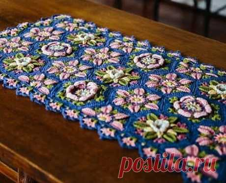 Дорожка из цветочных мотивов Вязаная крючком дорожка из цветочных мотивов. Схемы
