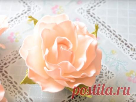 Нежная роза из фоамирана Изделия из искусственных цветов, канзаши или топиарий, не перестают будоражить фантазию рукодельниц. При создании таких цветов мастера используют самые различные материалы: гофрированную бумагу и атласную ленту, органзу и даже сухоцветы...