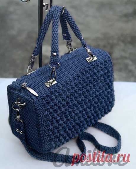 Элегантная и стильная сумка-чемоданчик крючком