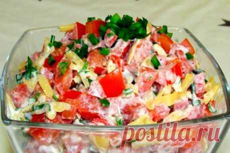 Универсальный салат с помидорами, съедается до последней ложки. Самый вкусный и самый быстрый.