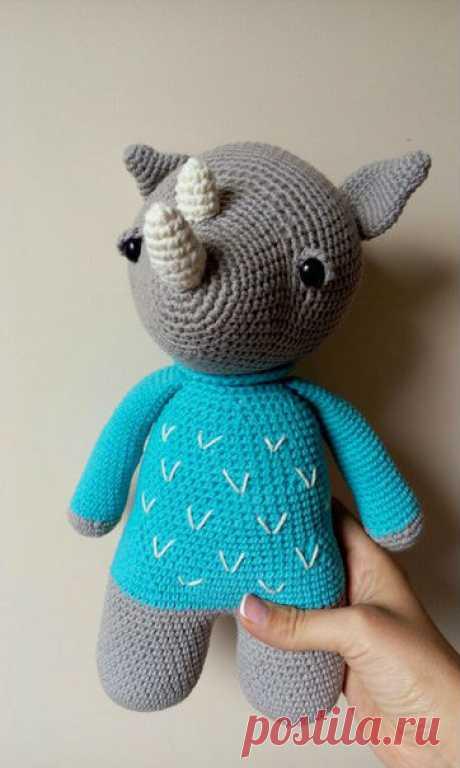Схема вязания носорога крючком с описанием работы Схема вязания носорога крючком от автора Funny Pom-Pom. Простая и быстрая схема вязания в ней ничего сложного Вы не встретите. У Вас получится интересный