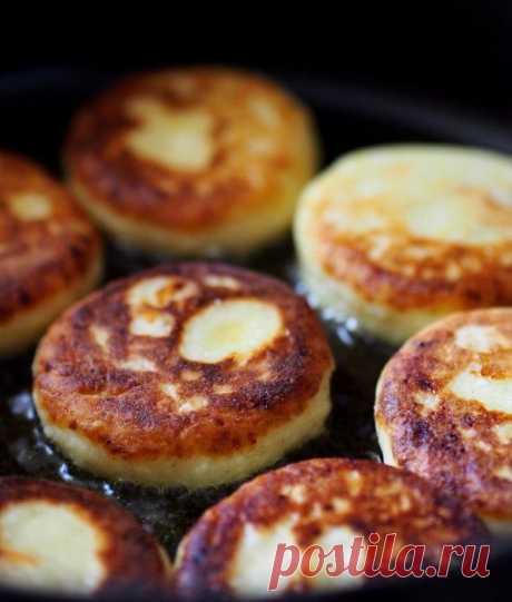 Идеальные сырники из творога   Традиционный рецепт пышных сырников из творога, яиц и пшеничной муки. Такие сырники можно жарить или запекать в духовке.