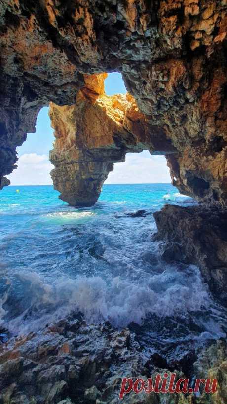 (OC) A cave in Cala Moraig, Spain : MostBeautiful