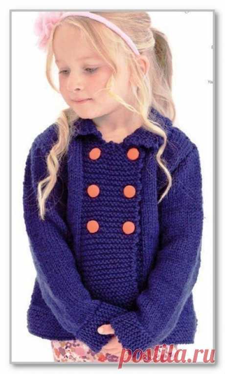 Описание детской модели со схемой и выкройкой. Однотонный прямой жакет-пальто с двубортной застежкой, для девочки 3-4 (5-6; 7-8; 9-10) лет Вязание спицами. Однотонный прямой жакет-пальто с двубортной застежкой, для девочки 3-4 (5-6; 7-8; 9-10) лет  Вам потребуется: пряжа Designer Yarns Aran with Wool (75% шерсть, 25% акрил; 400 г/800 м) - 400(400;800;800) г синего цвета (№ 512); спицы № 4,5 и 5; 6 пуговиц.  Платочная вязка: лиц. и изн. р. - лиц. п.   Лицевая гладь: лиц. р....