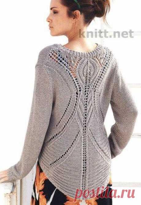 Модный пуловер с ажурной спинкой    Шикарный вязаный пуловер с V-образным вырезом скрывает в себе загадку, так как спереди все просто и лаконично, а вот сзади открывается приятная неожиданность – чудный ажурный узор. Вы будете в вост…
