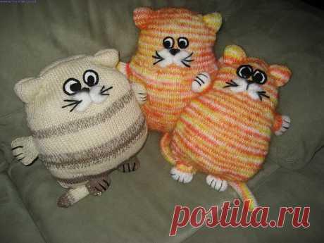 вязаная подушка-кот