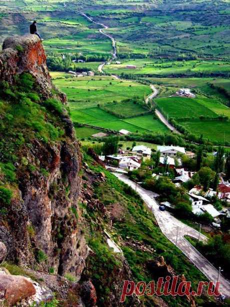 ՇԱՊԻՆ-ԳԱՐԱՀԻՍԱՐ/Shapin Garahisar Զորավար Անդրանիկի ծննդավայրը Շաբին Գարահիսար՝Կելկիթ (հնում Կոլոնիա, Նիկոպոլիս), . քաղաք և գավառ Արևմտյան Հայաստանի Սեբաստիայի նահանգում: Այժմյան Թուրքիայի հյուսիս-արևելքում, Գիրեսուն իլի Շաբին Կարահիսար գավառի կենտրոնը: Հիմնադրվել է Ք.ա. 60-ական թթ․, հռոմեացի զորավար Գնեոս Պոմպեոսի կողմից եւ կոչվել Կոլոնիա (Կողոնիա)։ Եղել է սահմանային բերդաքաղաք Պոնտոսի ու Փոքր Հայքի միջև։