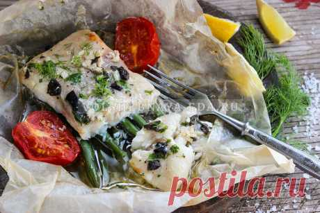 Как вкусно приготовить рыбу с овощами в духовке А вы пробовали запекать филе белой рыбы с овощами, завернув в пергамент? Оба продукта сохраняют сочность и пропитываются ароматами друг друга. А если полить всю эту красоту маринадом на основе белого вина, с горчицей, чесноком и маслом, то оторваться будет невозможно!