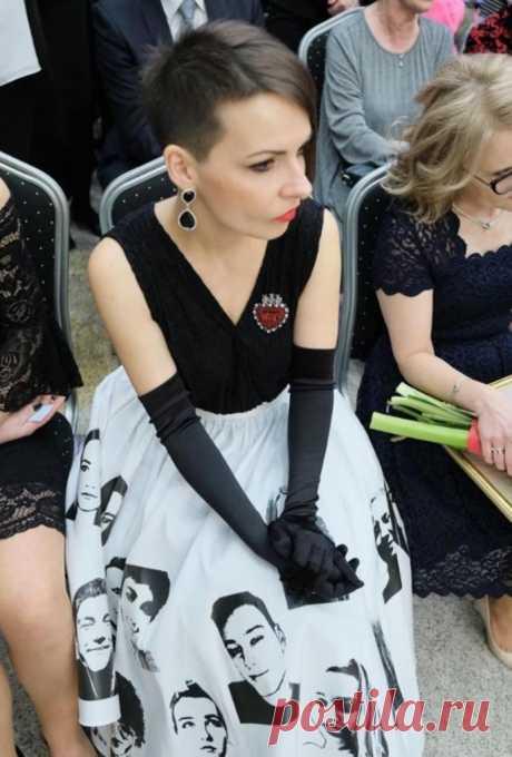 Платье девушки произвело фурор на выпускном: одноклассники не сразу поняли идею . Милая Я