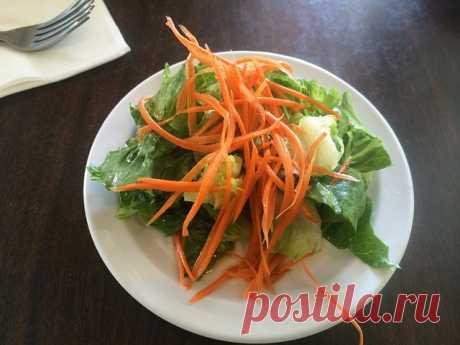 """Секрет приготовления моркови по-корейски   Журнал """"JK"""" Джей Кей Почистить килограмм моркови Натереть морковь на терке для корейской моркови. Приготовить ингредиенты: очищенная на зубки головка чеснока (разделить на 2"""