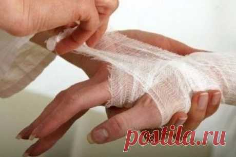 10 MISTAKES WHICH WE OFTEN MAKE, GIVING FIRST AID