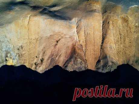 Тени гор в ущелье на Алтае. Автор фото – Максим Тарасов: nat-geo.ru/photo/user/309511/
