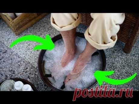 МУЖЧИНА ПО Совету СТАРЦА Просто ОПУСТИЛ Ноги в ТАЗ с ВОДОЙ и СОДОЙ...СРЕДСТВО Сработало МГНОВЕННО ! Обычная пищевая сода может использоваться в кулинарии, а ...