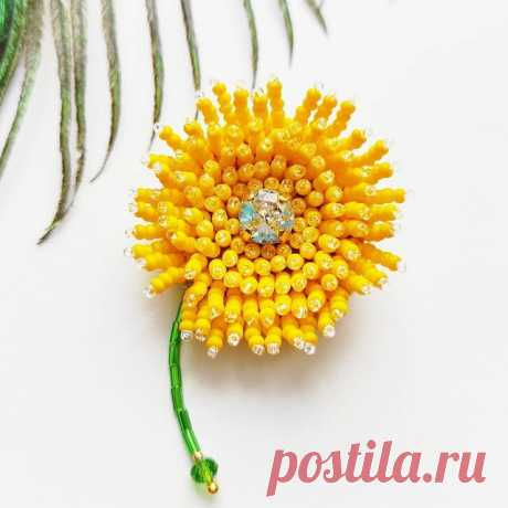 """Брошь """"Одуванчик"""" нет в наличии. Доступна к заказу.  This amazing flower brooch hand-embroidered using smallest Japanese beads, Czech beads, decorated with clear luxury chrystal.  Everything is hand-embroidered, never glued  Color customization for custom orders is available.  #flowerbrooch #Broochpin #blowball #beadedflowers #beadedflower #брошьодуванчик #dandelionbrooch #beadedbroochpin #perfectgiftforher #flowerbrooch #beadedflowerbrooch #цветокброшь #брошьцветок #брошь..."""