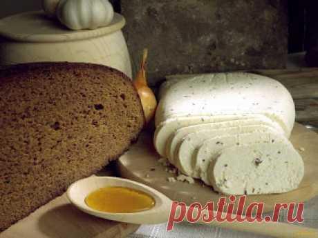 Домашний сыр брынза   Ингредиенты:Пастеризованное молоко — 2 лСметана — 400 гЯйцо — 6 шт.Соль — 2-3 ч. л.Приготовление:1. Молоко, сметана и яйца должны быть очень свежие и хорошего качества. Берите ту фирму, в которой в…