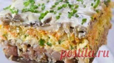 Слоеный салат с грибами и сельдью