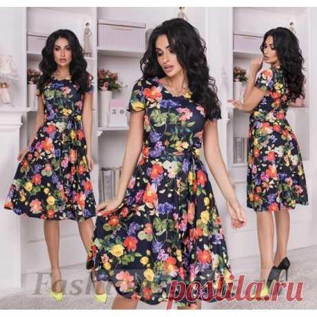 Трикотажное платье с цветами и поясом