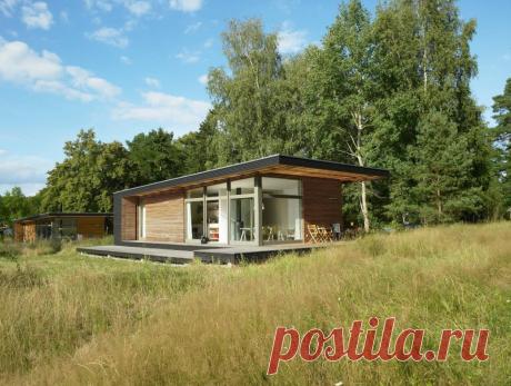 Хозяева попросили архитекторов сделать летний домик пригодным для проживания в любое время года. А они вдохновились и разработали на его основе серийный проект!