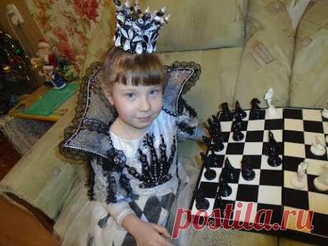 """Новогодний костюм """"Шахматная королева"""" с красивым воротником и короной своими руками - YouTube"""