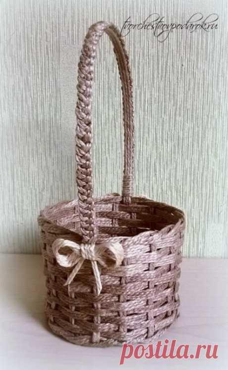 Плетёная корзиночка из джута