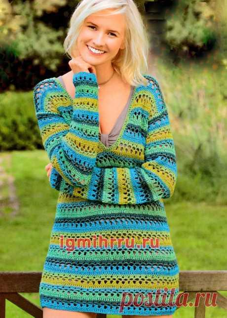 Пуловер в полоску с глубоким V-образным вырезом. Вязание крючком со схемами и описанием