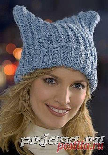 Простенькая шапка женская вязаная спицами