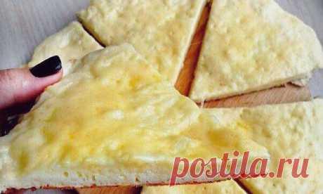 Бесподобные сырные лепешки Представляем вашему вниманию рецепт очень вкусной лепешки, которая понравится абсолютно всем. Разнообразные лепешки в последнее время стали пользоваться особой популярностью на любом столе. Они всегда мягкие, пышные, ароматные...