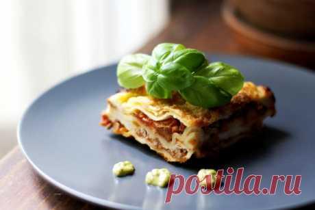 Мясная лазанья с грибами и соусом бешамель / Простые рецепты