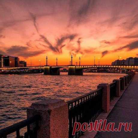 Закат в Санкт-Петербурге, Россия Кантемировский Мост
