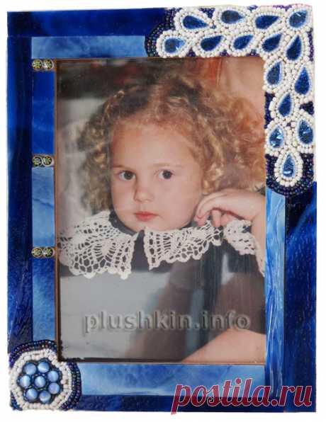 Синяя рамка с мозаикой из витражного стекла и бисера