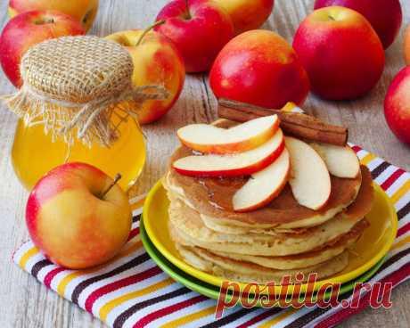 "Pancakes apple, nut and smetanny - 3 recipes\"" the Female World"