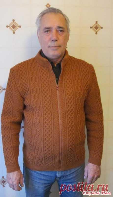 Куртка мужу на день рождения Всем доброго дня!  На днях у мужа был день рождения, решила его порадовать - давно ему ничего не вязала. Он любит куртки, то есть на сквозной молнии.