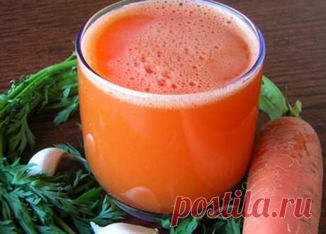 ЭФФЕКТИВНОЕ СРЕДСТВО ОТ НАСМОРКА  Приготовьте морковный сок. Его нужно совсем немного: 1 столовую ложку.  Смешайте его с таким же количеством растительного масла.  Добавьте несколько капель чесночного сока.  Эту смесь закапывайте в нос 3- 4 раза в день.  Если вы прислушались к моему совету и сразу пошли готовить это чудодейственное средство,то уже на второй день вы будете практически здоровы.  Можно добавить в этот для вас нездоровый период питье травяного чая с медом и лимоном.
